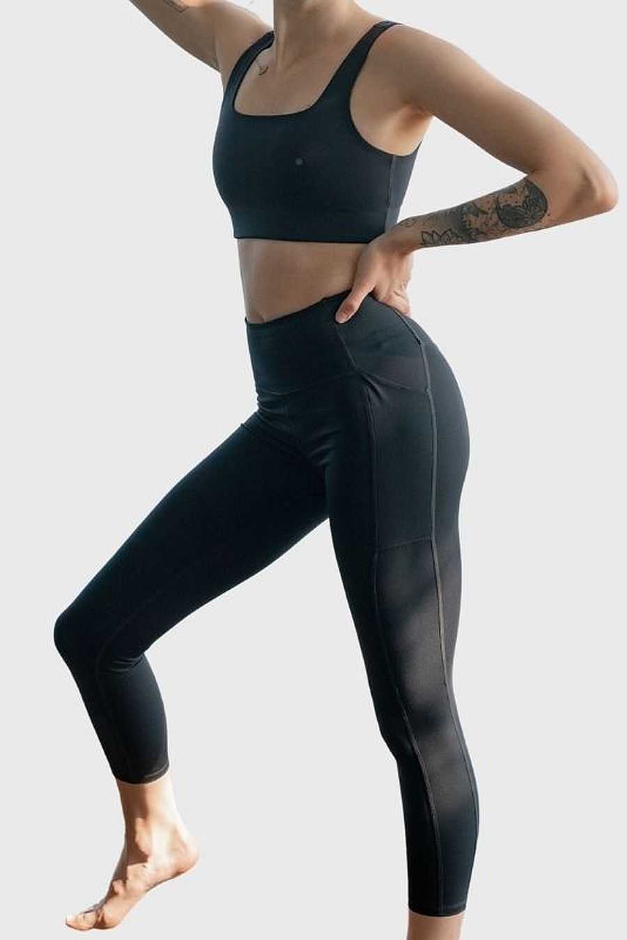 "Girlfriend Collective Black Pocket Legging (28.5"")"