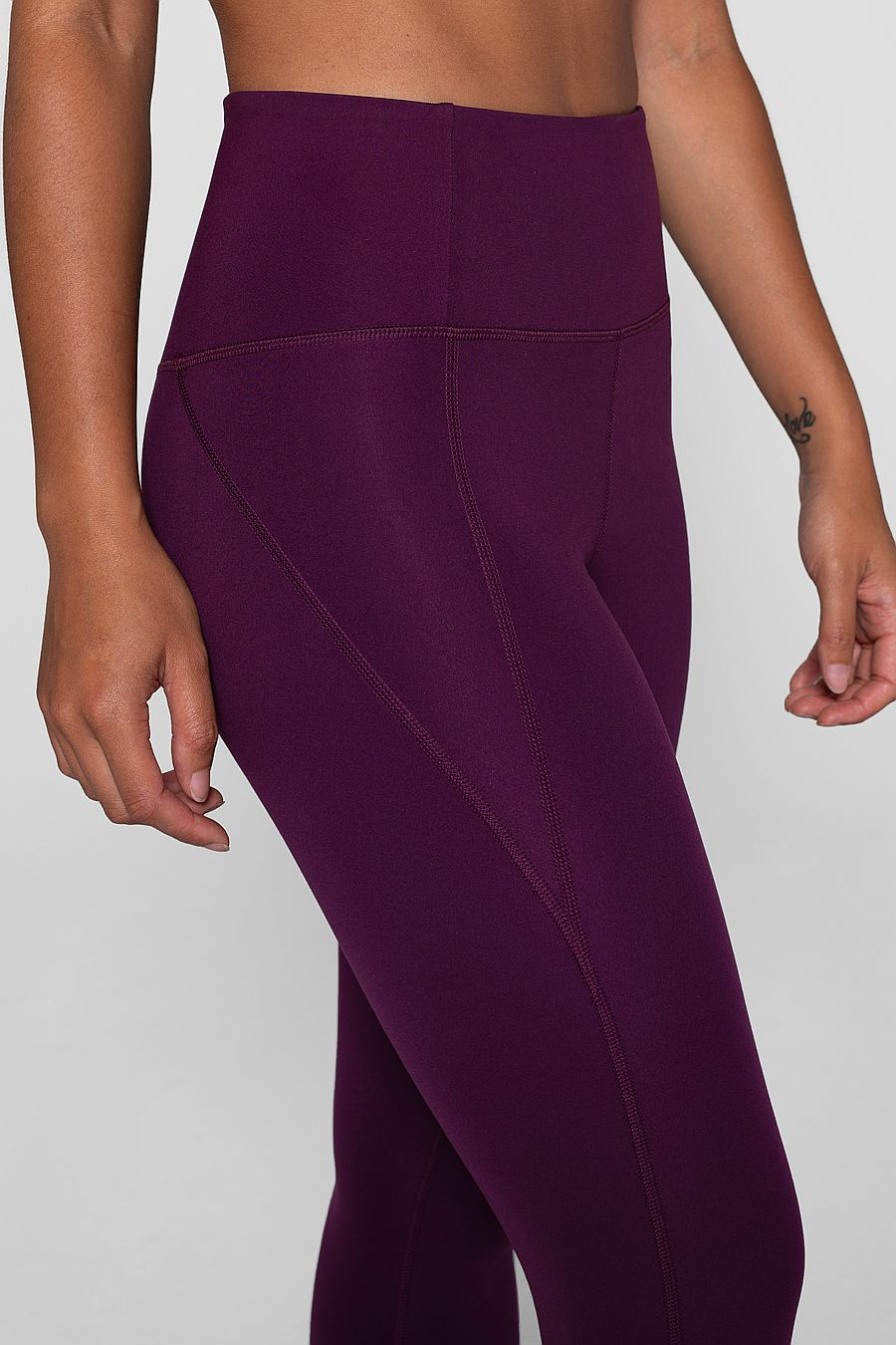 "Girlfriend Collective Plum Compressive Legging (23 3/4"")"