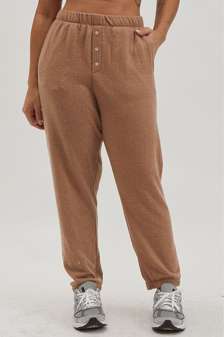 DONNI. Sweater Henley Sweatpant - Camel