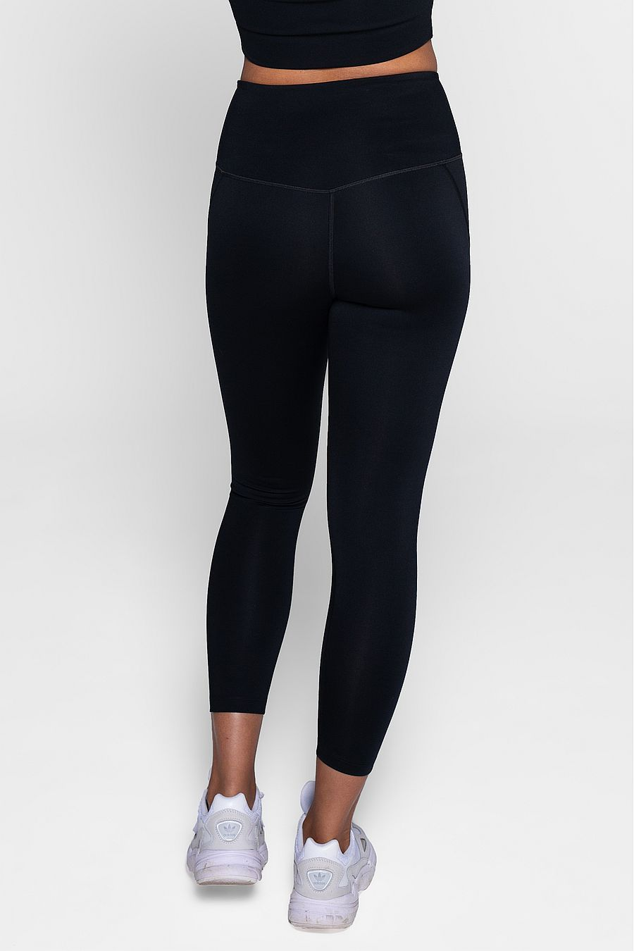 "Girlfriend Collective Black Compressive Legging (23 3/4"")"