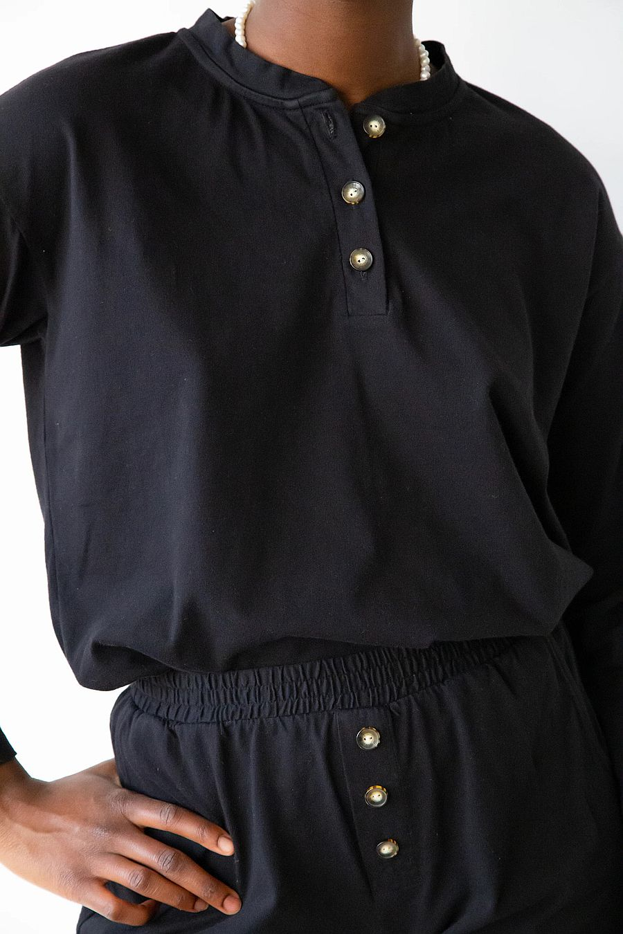 DONNI. Henley Tee - Black